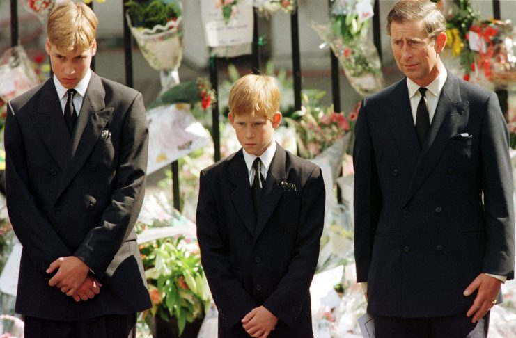Prince Charles (R), Prince Harry (C) and Prince William look at the coffin of Diana, Princess of Wal..