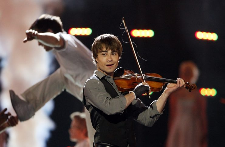 O nmero do dia sabe quantos artistas esto de regresso este ano eurovision song contest 2009 winner alexander rybak of norway performs during a dress rehearsal for the fandeluxe